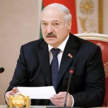 Лукашенко предлагает «повыбрасывать темы» и сократить часы в вузах