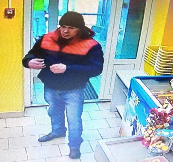В Гомеле ищут мужчину — подозревают в краже кошелька в магазине