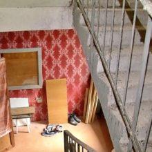 Жители малосемеек в Гомеле расширили квартиры, заняв пожарные лестницы
