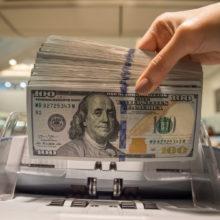 Доллар в банках подорожал до 2,35 рублей за утро