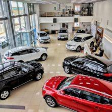 Из-за падения рубля белорусы скупают в салонах автомобили