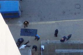 Женщина-инвалид бросилась вниз с балкона 12-этажа