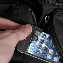 У жительницы Лельчицкого района собутыльник супруга похитил мобильный телефон
