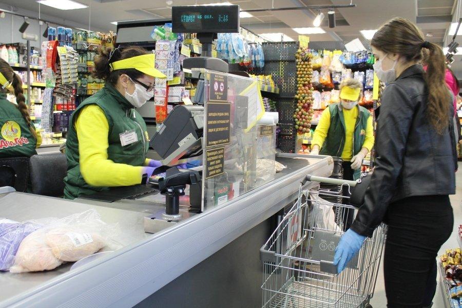 Добровольцы Гомсельмаша оказывают помощь пенсионерам