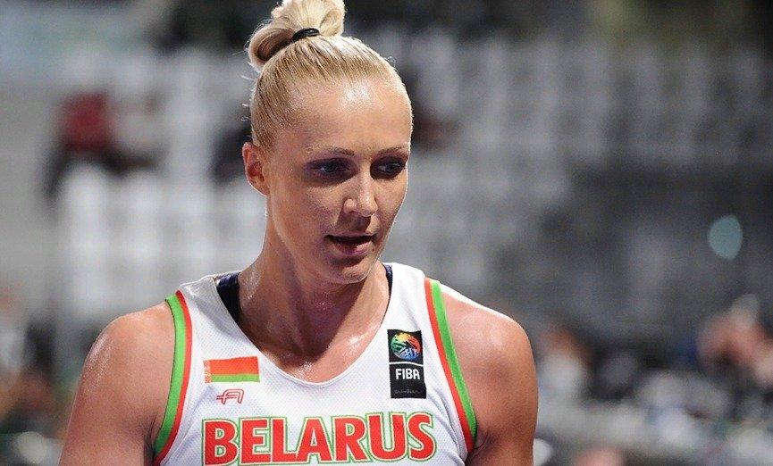 Белорусская баскетболистка Елена Левченко передала 1 тыс. защитных масок гомельским медикам