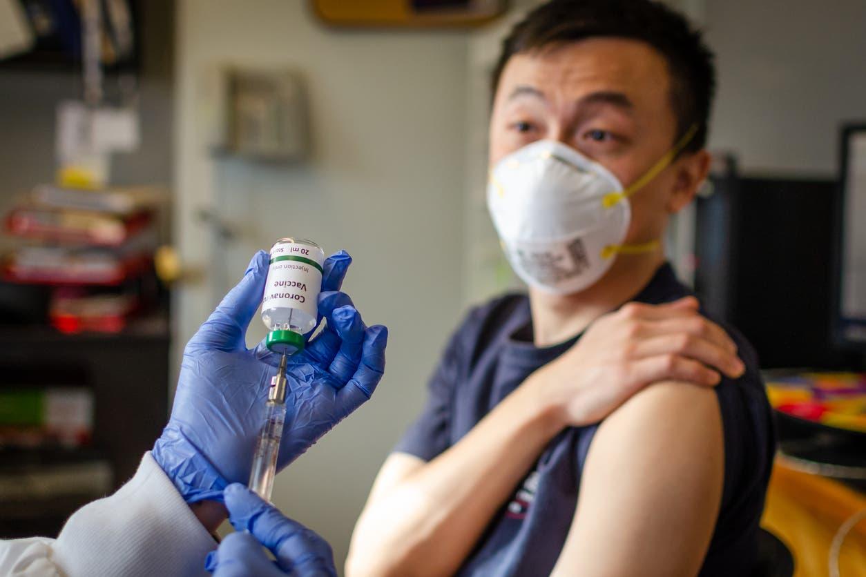 В Китае создали лекарство, при использовании которого вакцина не понадобиться