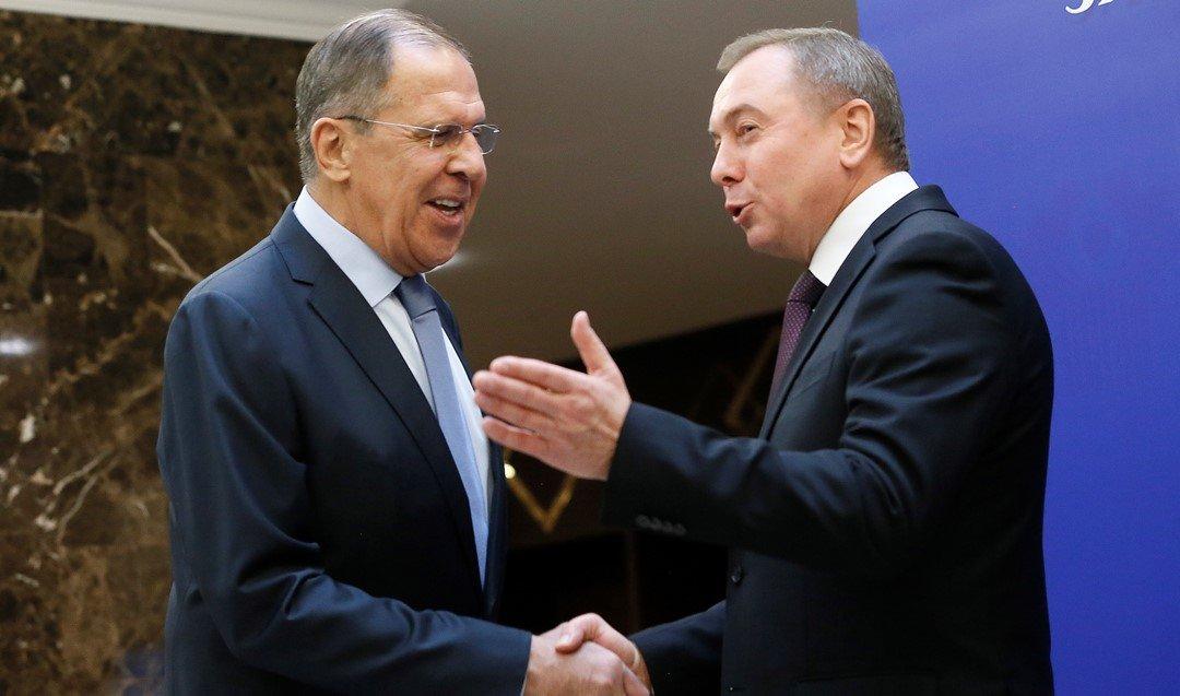 Лавров и Макей поговорили по телефону: обсудили COVID и выход США из ДОН