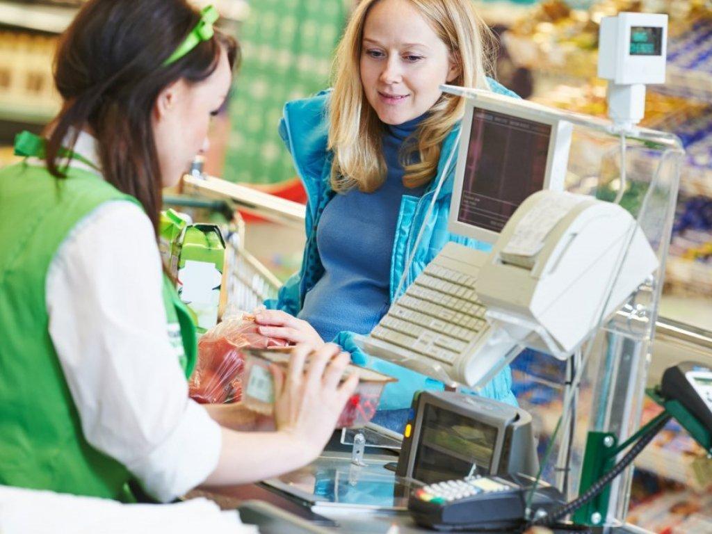 В Беларуси разрешено снимать наличные с карты через кассу магазина
