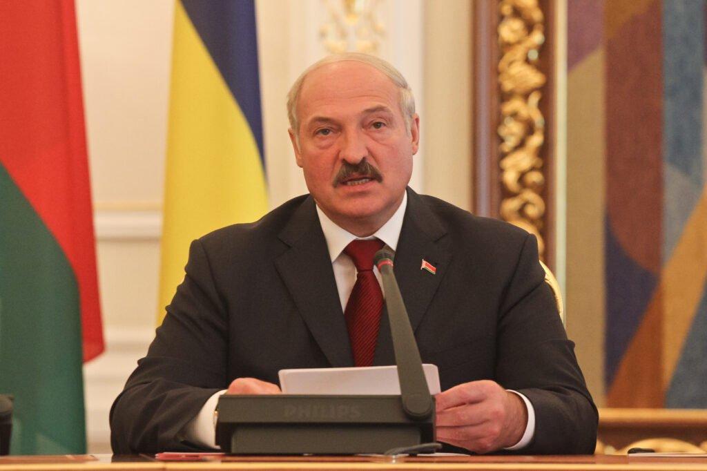 Лукашенко обещает, что выборы 9 августа пройдут без фальсификаций