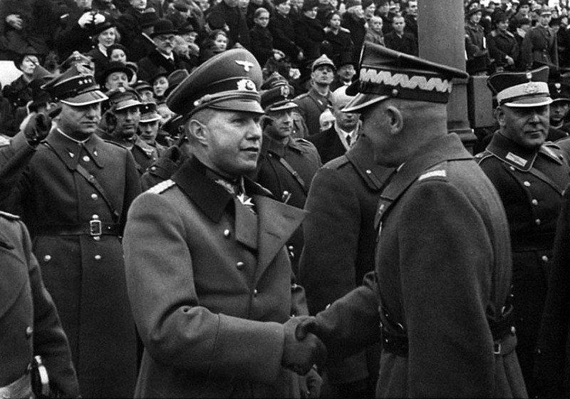 Германский военный атташе и польский военачальник Рыдз-Смиглы.