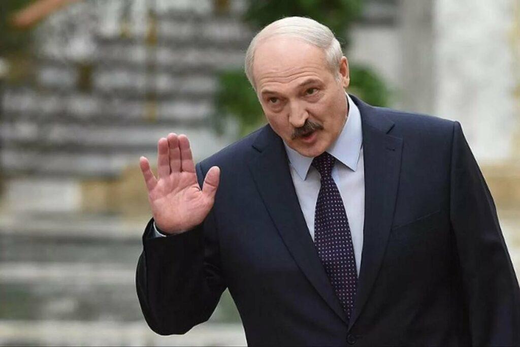 Лукашенко отправил в отставку правительство, чтобы снизить недовольство, мнение эксперта