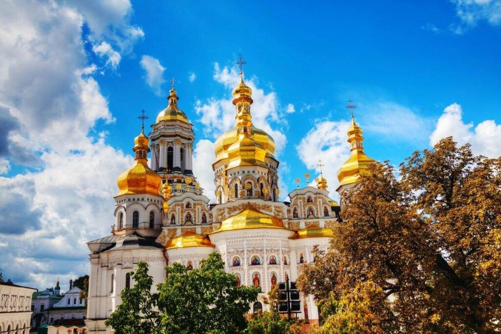 Межпарламентская ассамблея православия доставила гуманитарную помощь в Киево-Печерскую лавру