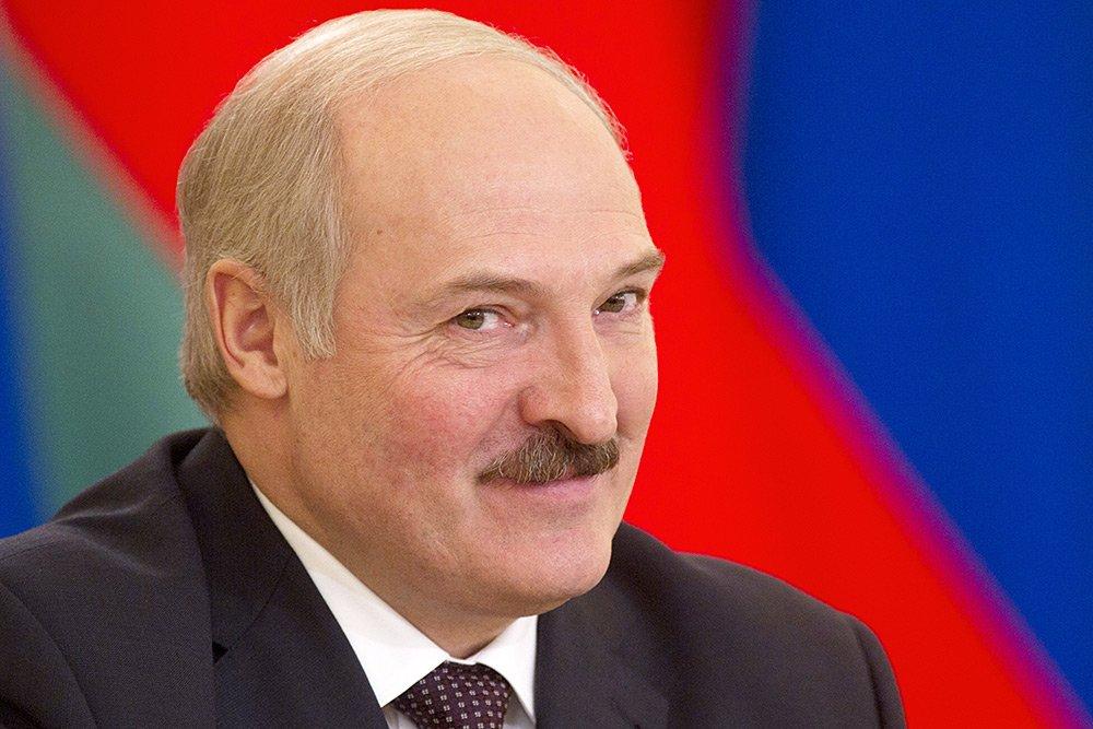 Лукашенко официально принял приглашение посетить парад Победы в Москве