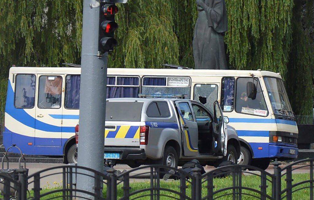 В центре Луцка захвачен автобус с заложниками