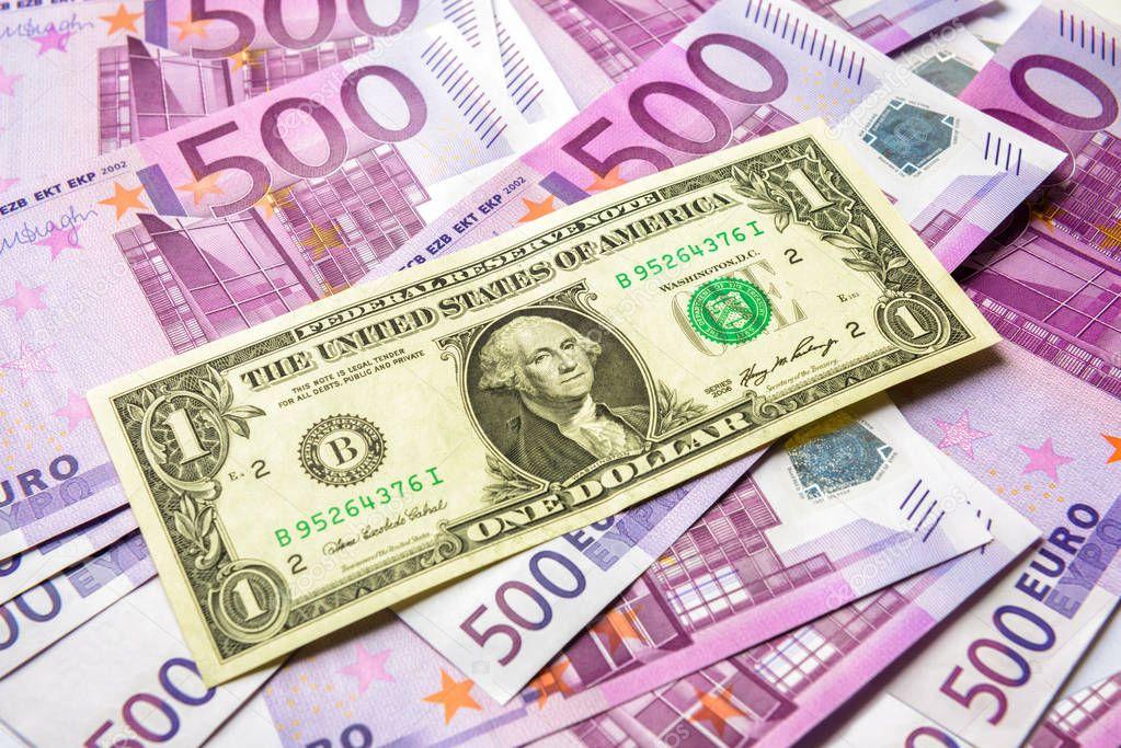 Курсы доллара и евро растут на последних торгах недели