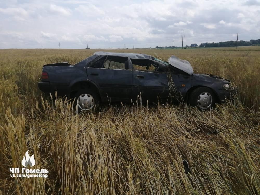 В Добрушском районе машина с пьяными ребятами выскочила в поле и перевернулась, а все участники аварии сбежали