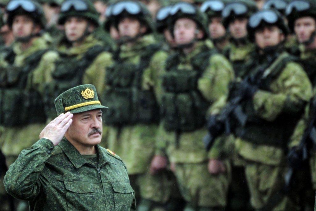 Президент инициировал ротацию кадров в руководстве ВС РБ