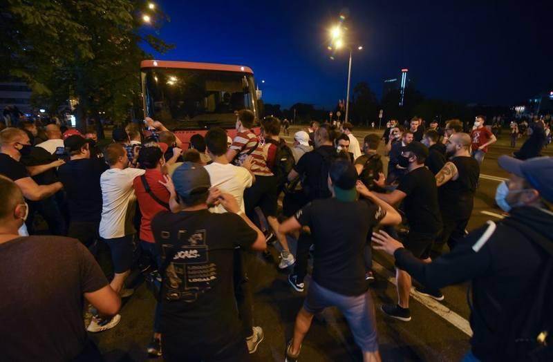 протестующих задержали