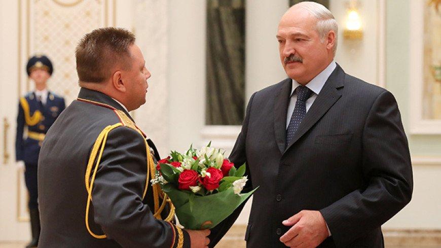 Лукашенко за безупречную службу