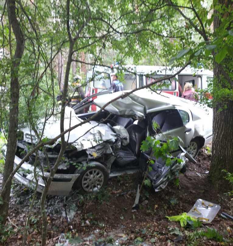 Спасатели извлекли водителя из кабины автомобиля, в котором его зажало после ДТП в Буда-Кошелевском районе