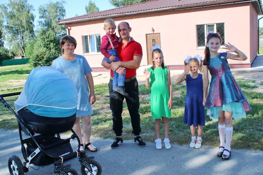 новый дом многодетным в Рогачевском районе