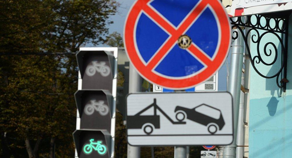 Следственный комитет: автомобили, блокирующие движение, станут изымать