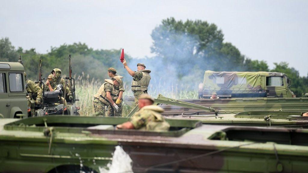 военные учения
