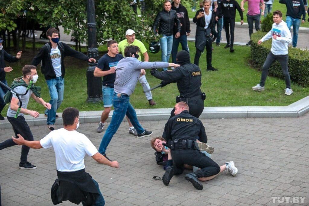 нападавшие на милиционеров