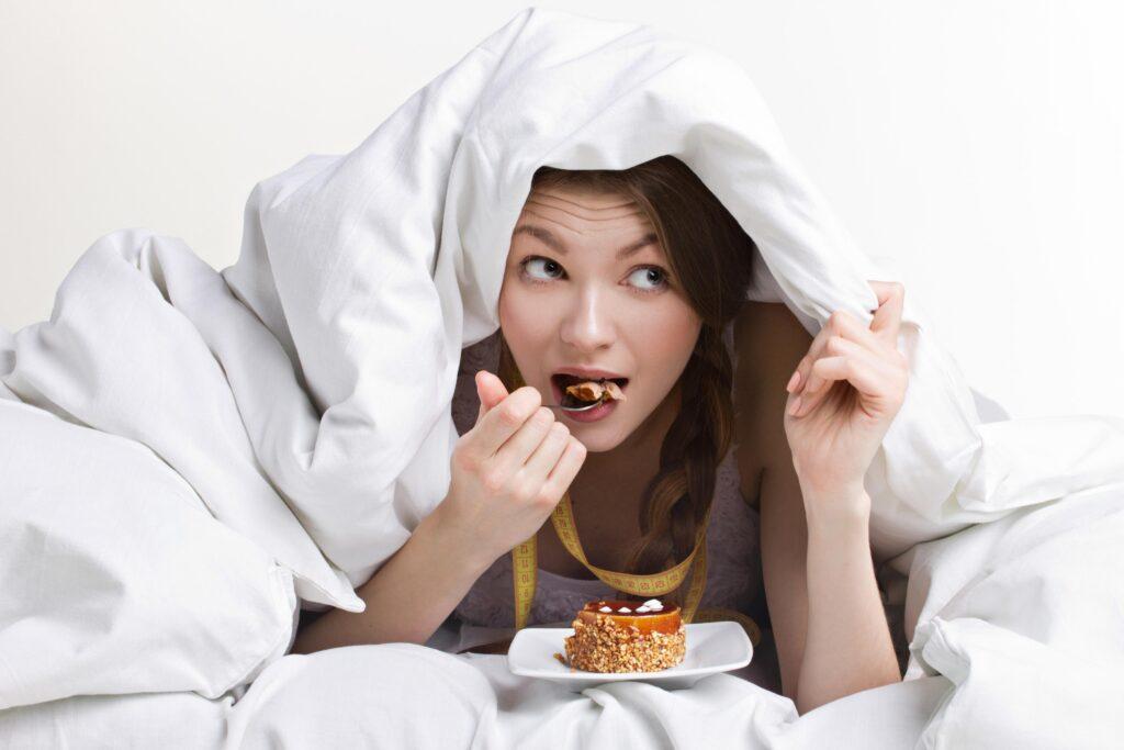 Советы врача-диетолога: как справиться с вечерней тягой к сладкому